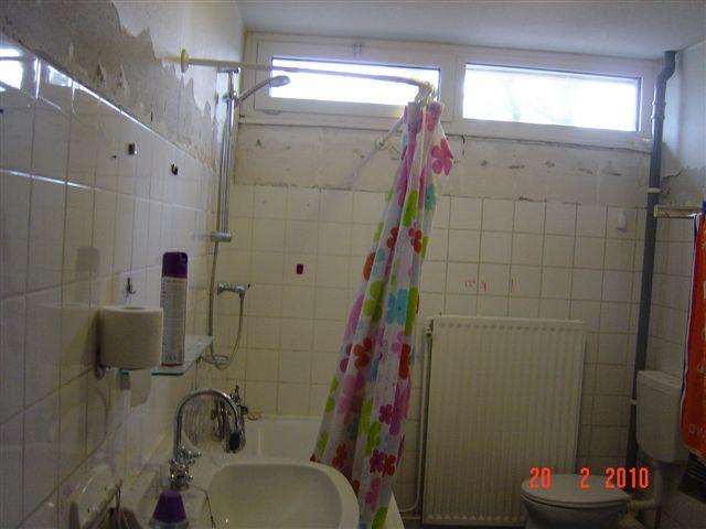 Badkamer situatie voor renovatie
